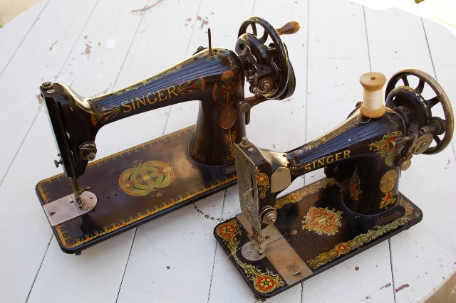 Thrift Score Two Vintage Singer Sewing Machines Wearing History Blog Extraordinary 1920 Sewing Machine